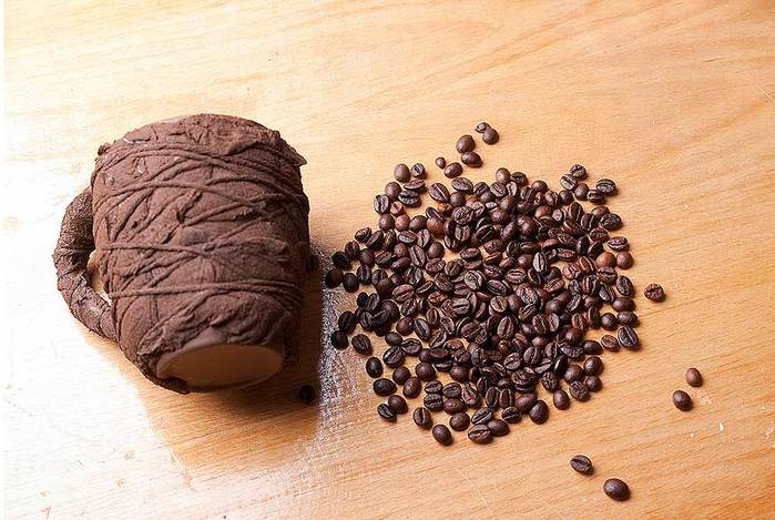 подготовка кружки до обклеивания кофе