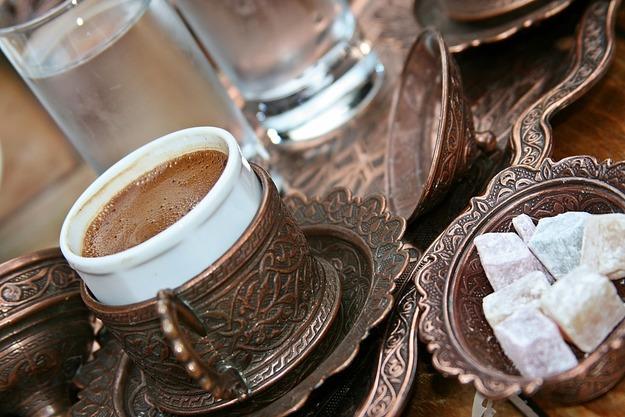 как подать кофе с водой