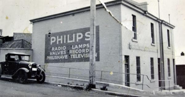 фабрика по изготовлению электрических лампочек семейства Филипсов