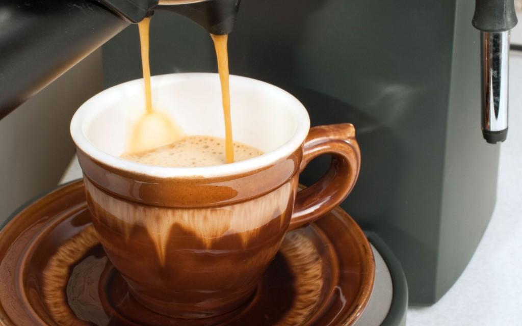 готовим эспрессо для римского кофе